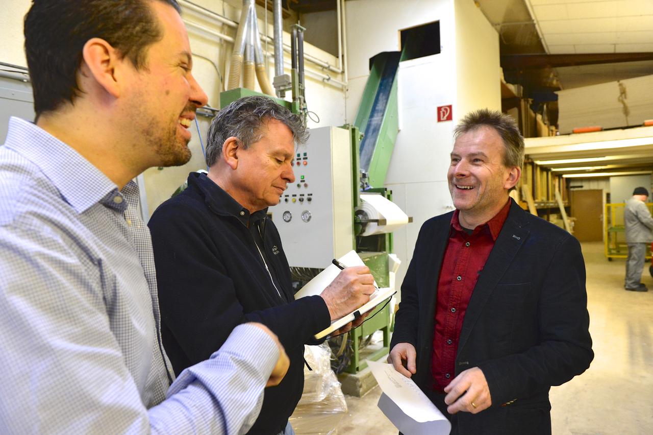 Sargfabrikant und Bestatter Urs Gerber (r.) mit dem DeinAdieu-Team Nicolas Gehrig (l.) und Martin Schuppli