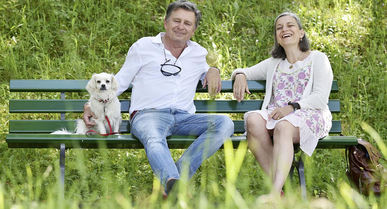 Kindsverlust: Anna Margareta Neff, Hebamme, Lebens- und Trauerbegleiterin mit DeinAdieu-Autor Martin Schuppli.