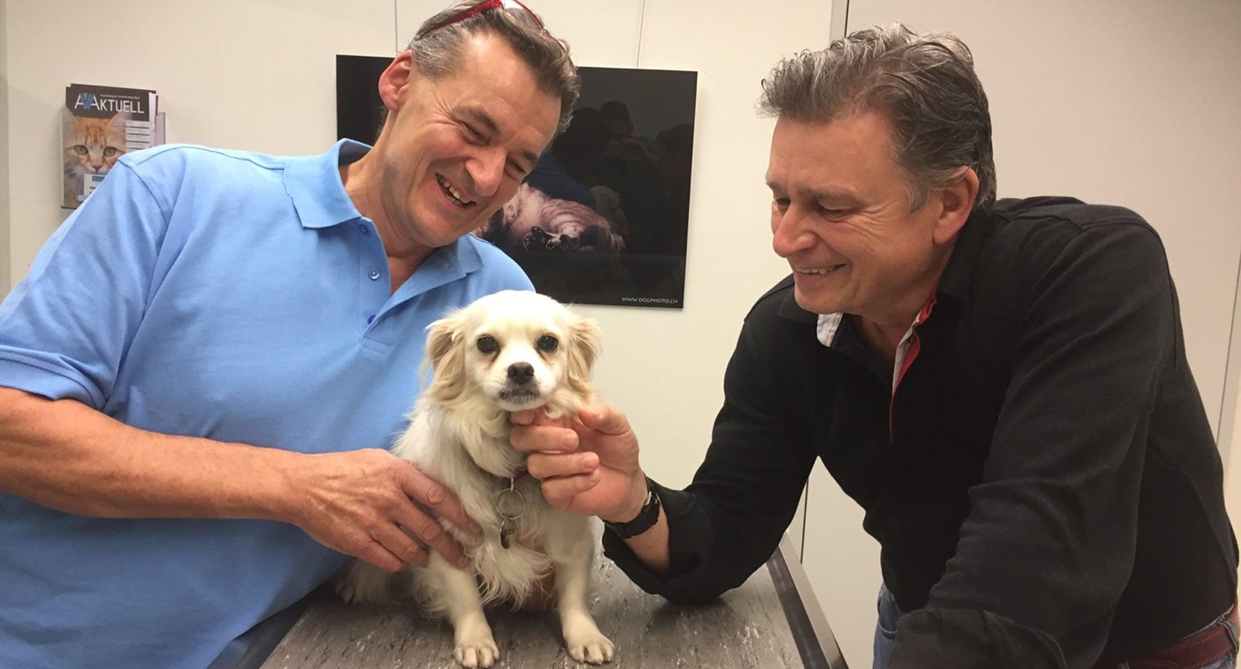 Tierarzt Med. vet. Christoph Gloor und DeinAdieu-Autor Martin Schuppli.