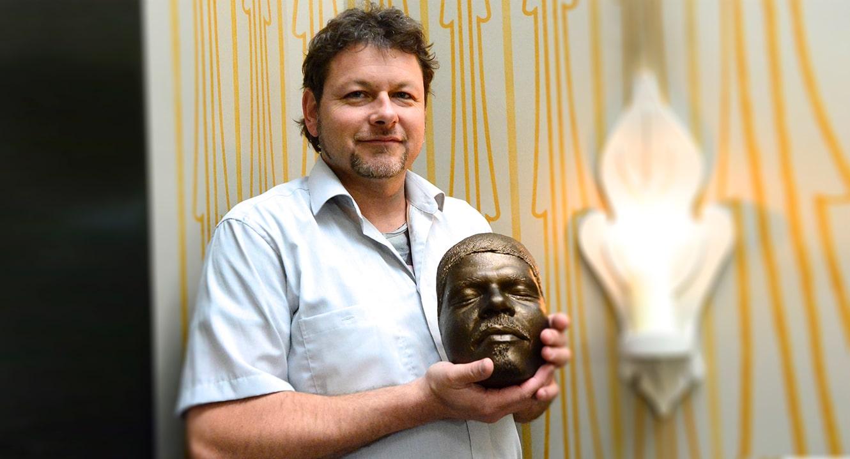 Christoph Stüssi mit Totenmaske