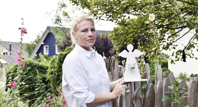 Eva Finkam, Sternenkinder-Bestatterin.