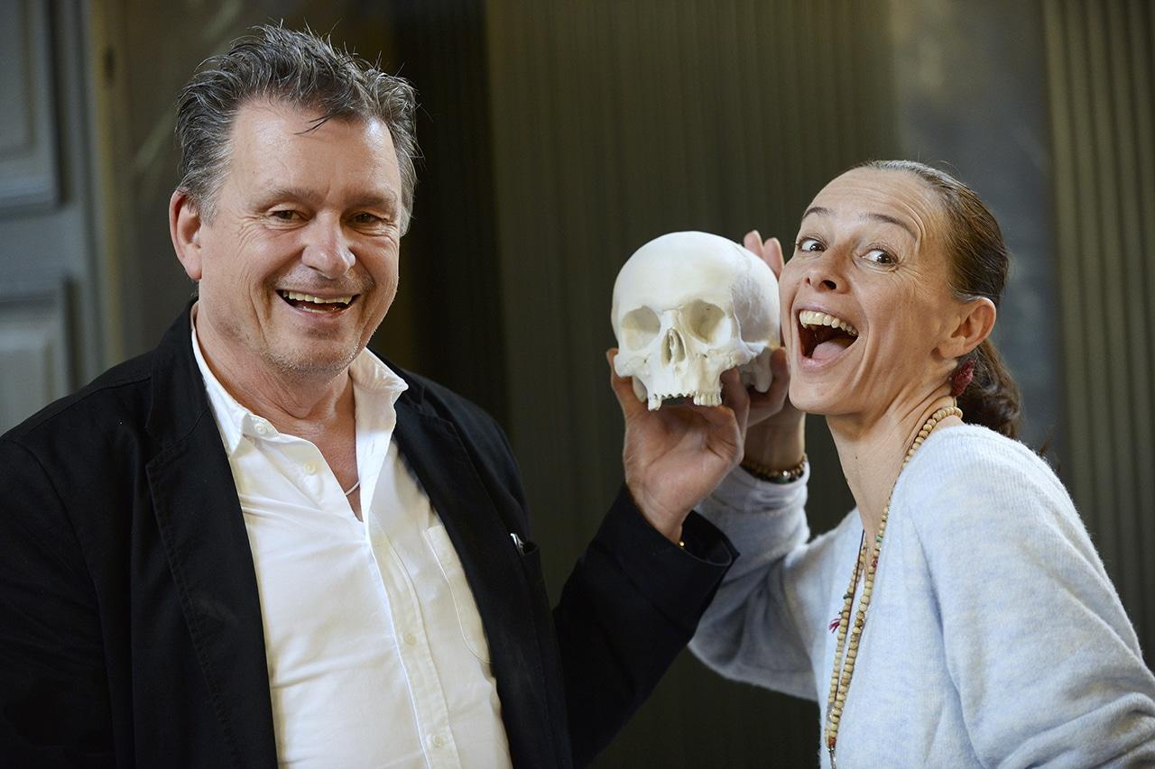 Tod. DeinAdieu-Autor Martin Schuppli und Juliette Bork, Mitarbeiterin beim Zürcher Friedhofs Forum