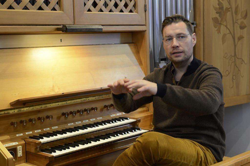Alexander Seidel, Vollblut-Kirchenmusiker. Er ist Organist, Countertenor sowie Dirigent und Sänger