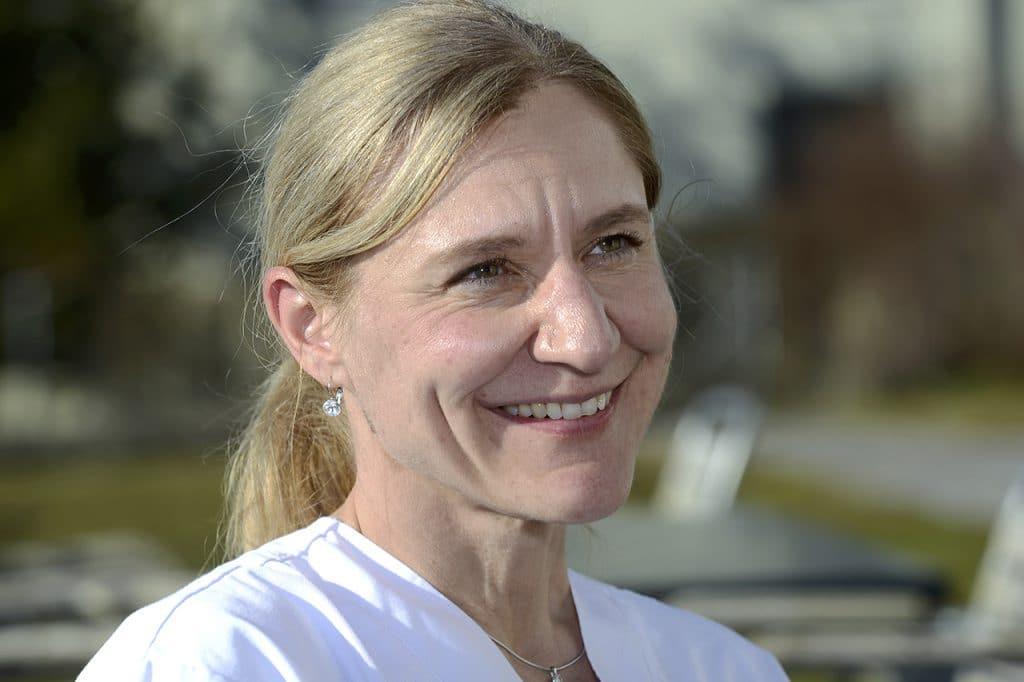 Sandra Curschellas hat als Assistenzärztin Palliative Care und Geriatrie am Spital Affoltern a. A Erfahrungen mit dem Thema Sterben.