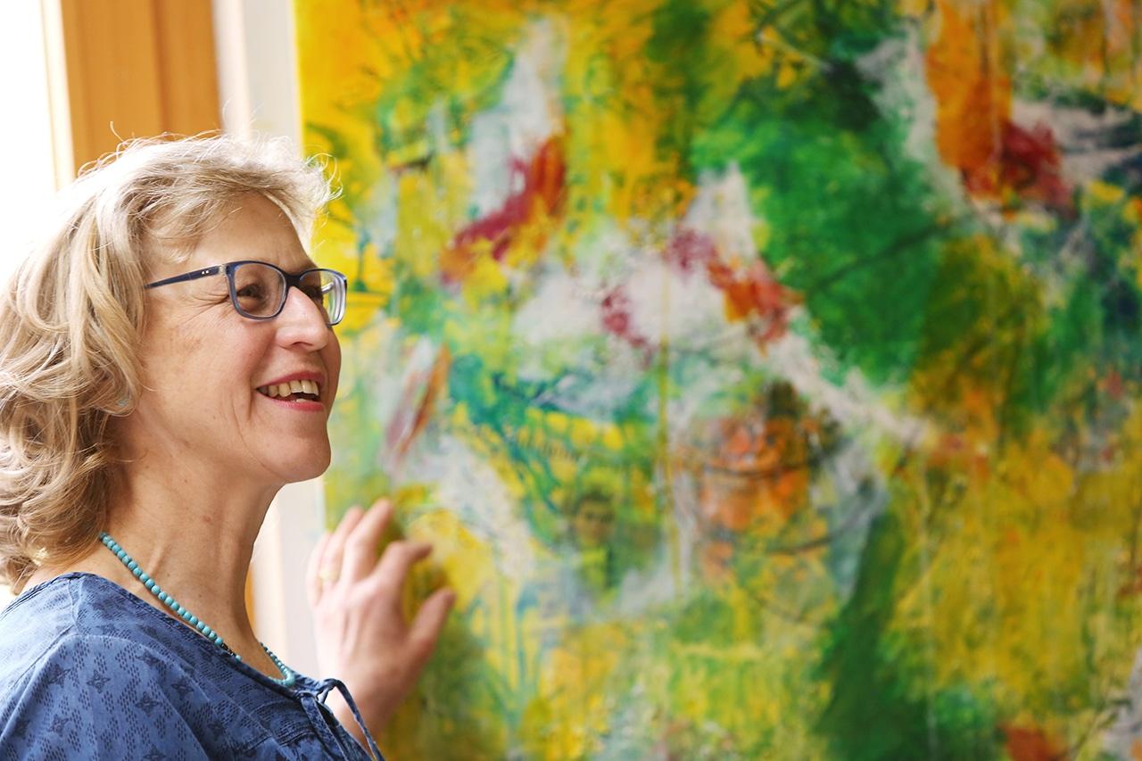 Intensives Werk. Ein fröhliches Bild, das Brigitta Pfister im Gedenken an Polo Hofer gemalt hat. (Foto: Peter Lauth)