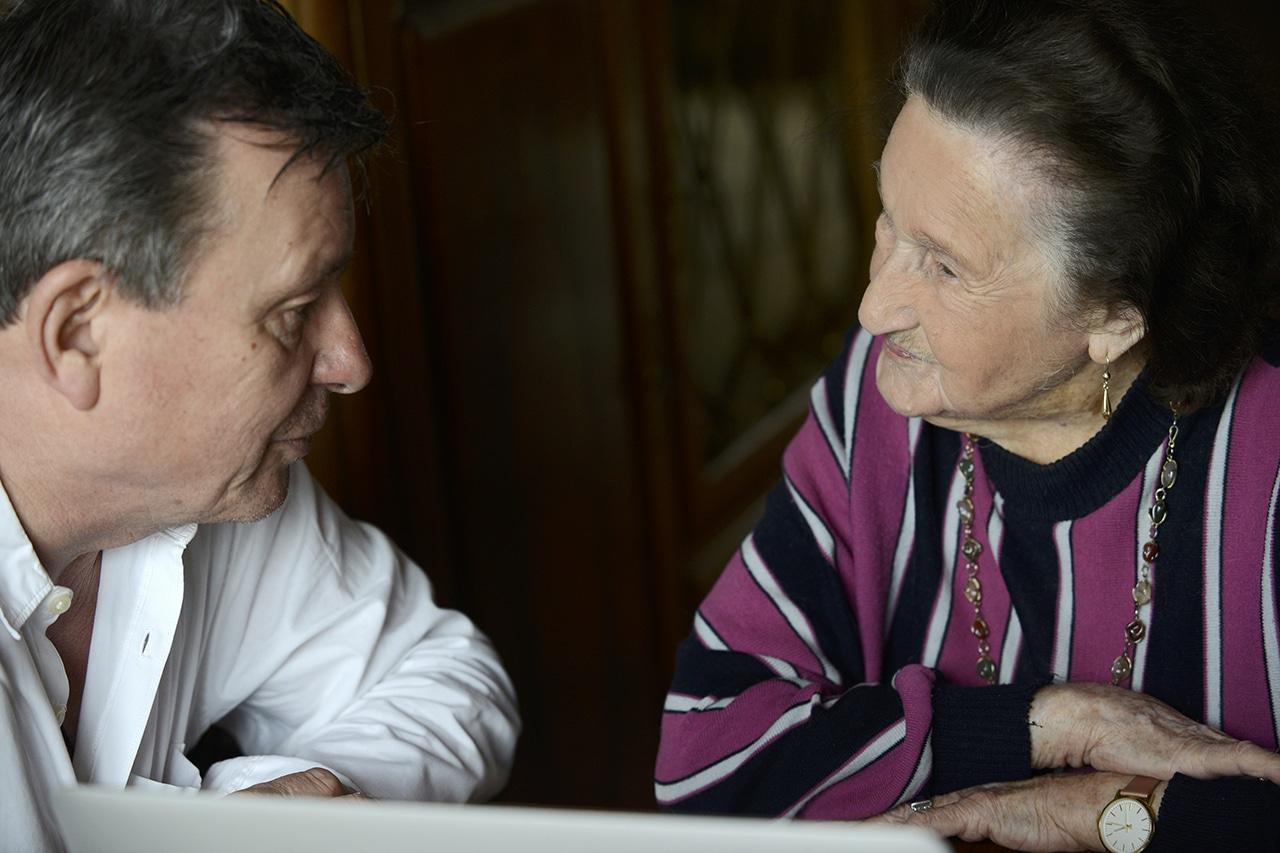 Hundertjährige Anna Ebnöther und DeinAdieu-Autor Martin Schuppli