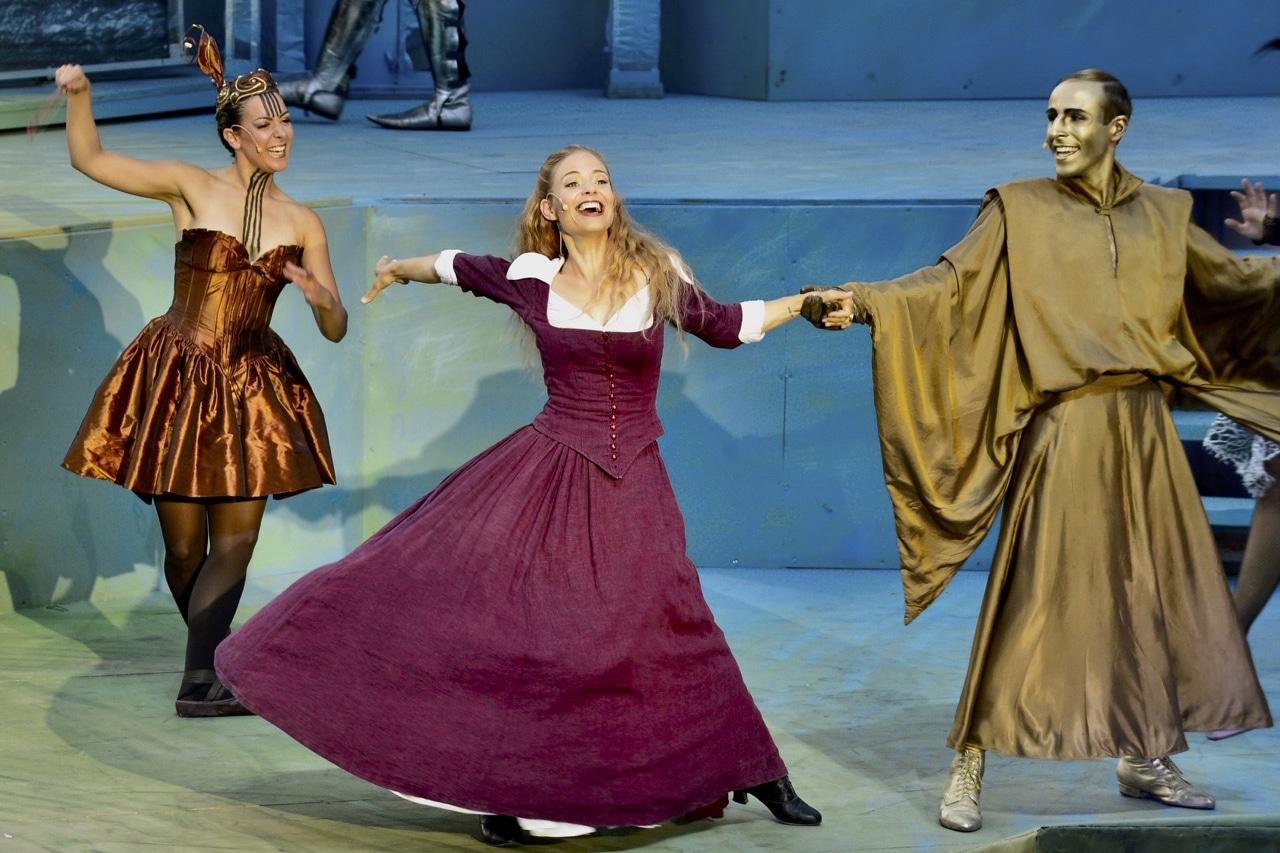 Eveline Suter, tanzend als Bella