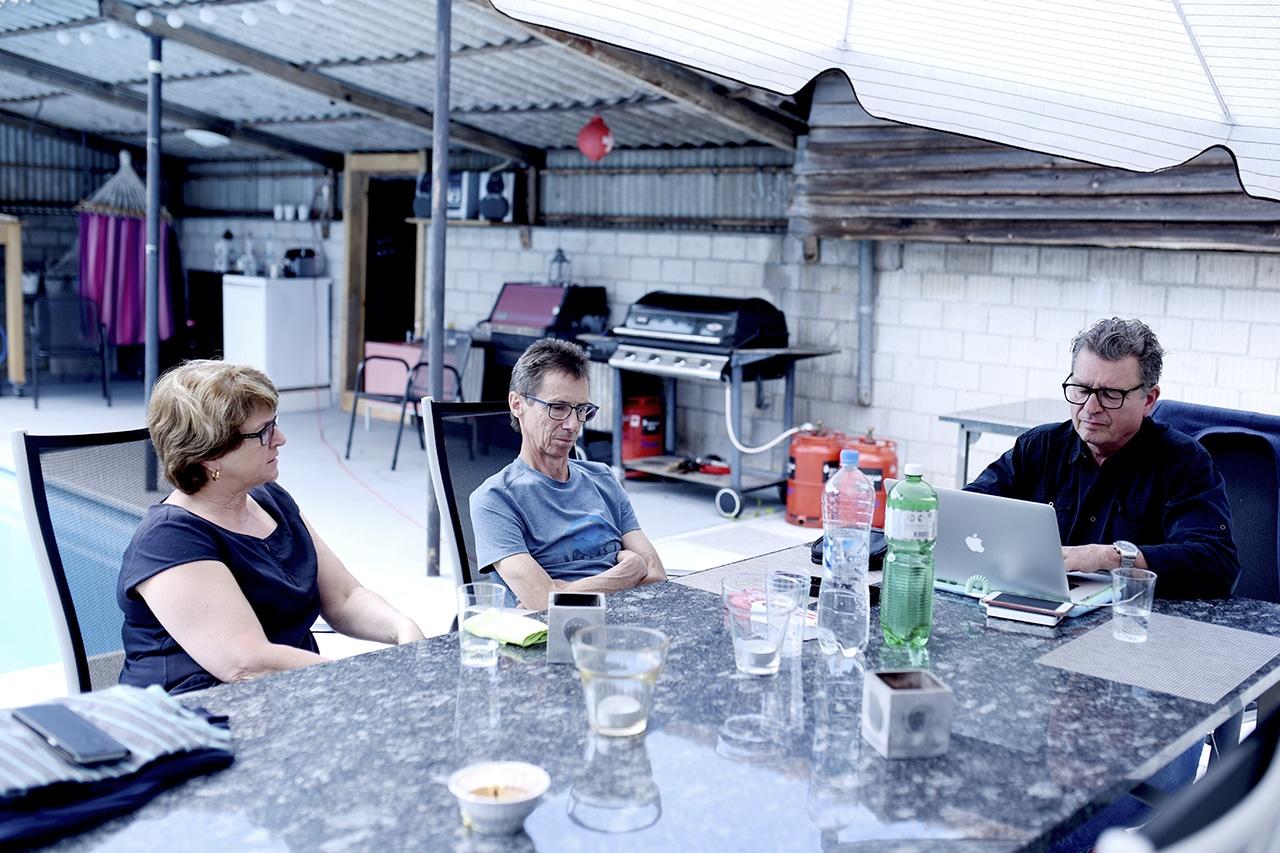 Sprachen über Vorahnung. Iris und Hans Friedli mit DeinAdieu-Autor Martin Schuppli