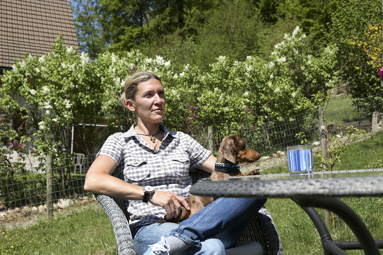 Sterbebegleiterin Caroline Hoerdt mit Dackeldame Gina