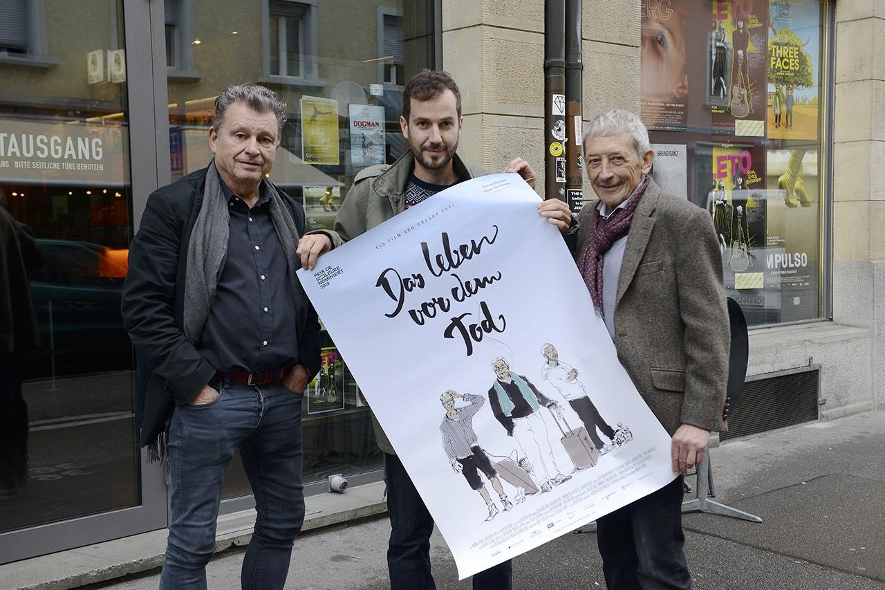Freitod, Gregor Frei, Filmregisseur mit Filmplakat