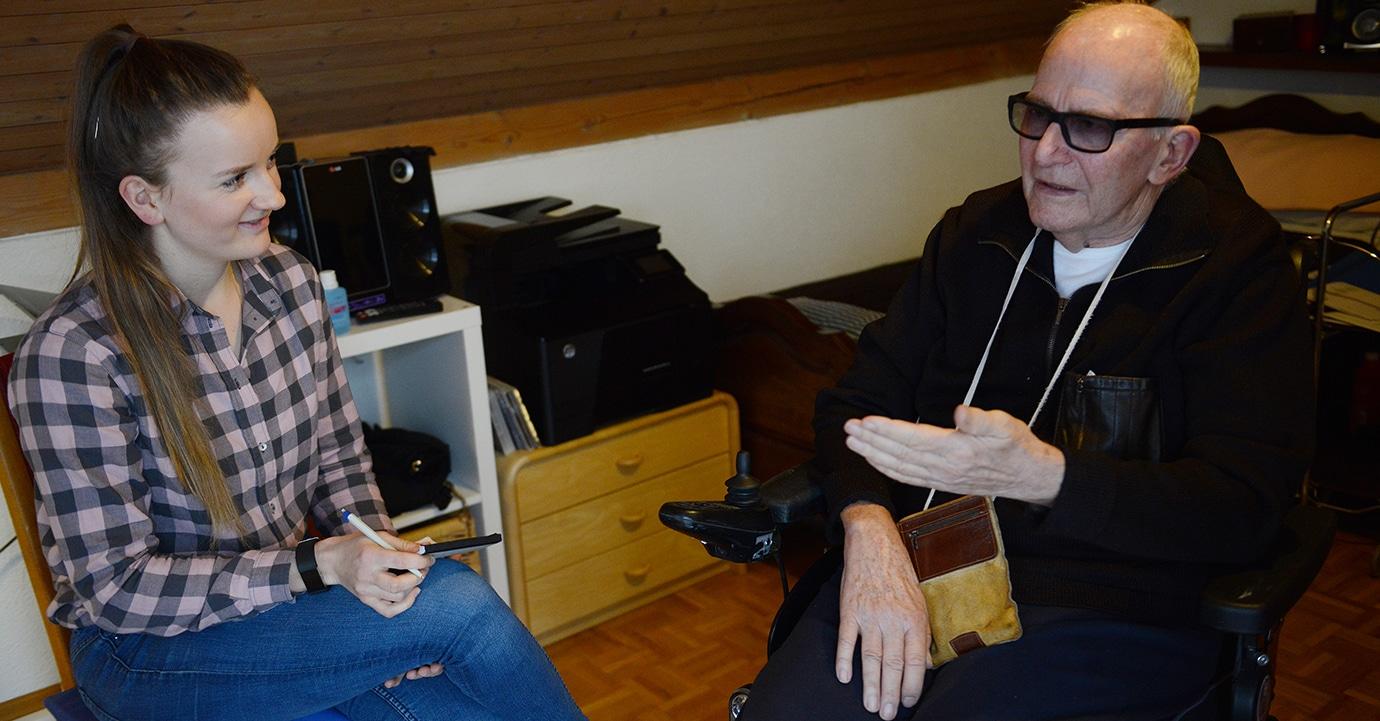 ALS-Patient Bruno Schmid mit DeinAdieu-Mitarbeiterin Mira Güntert