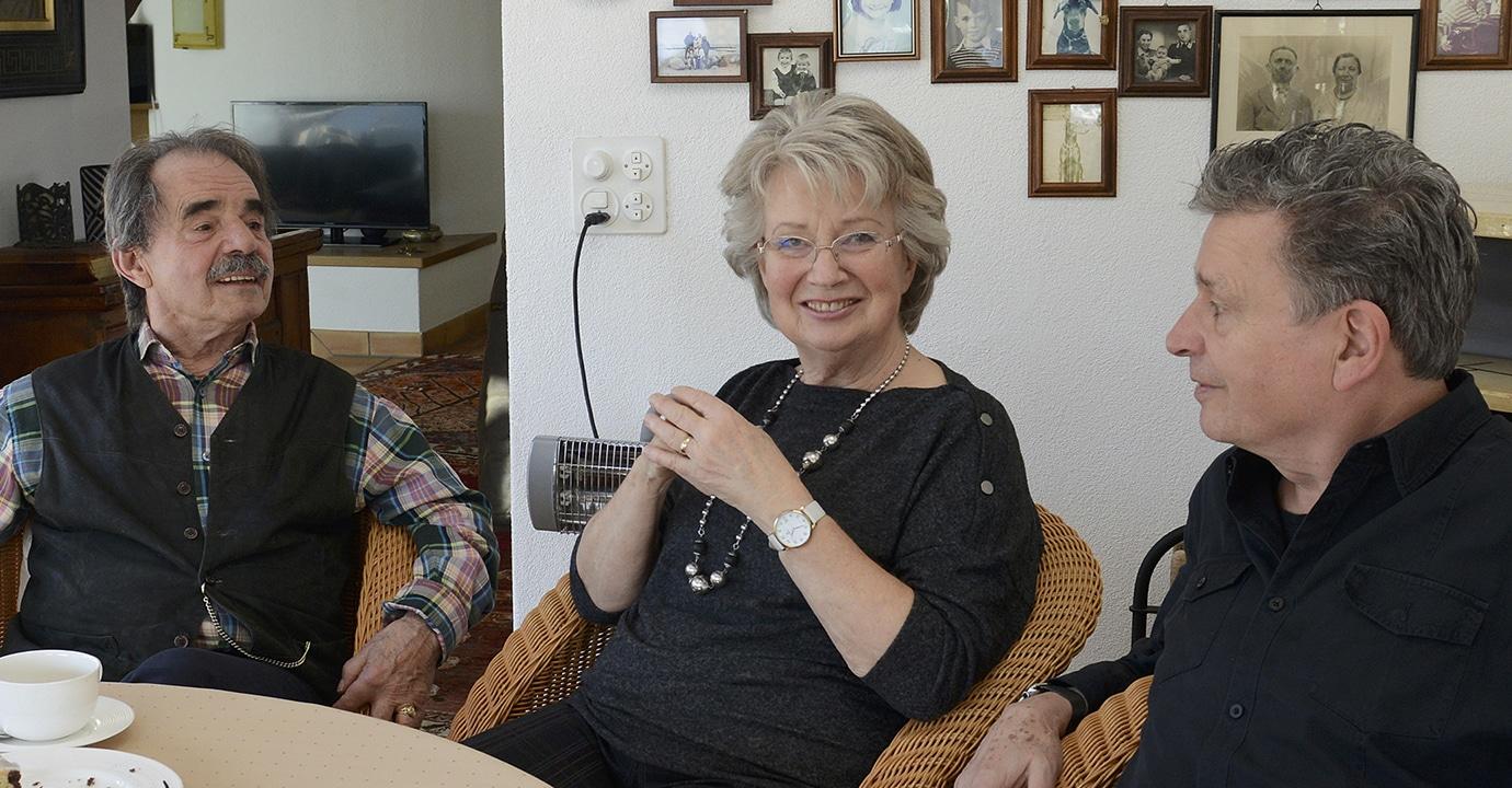 Selbstbestimmung am Lebensende: Edith und Frank Koch mit DeinAdieu-Autor Martin Schuppli