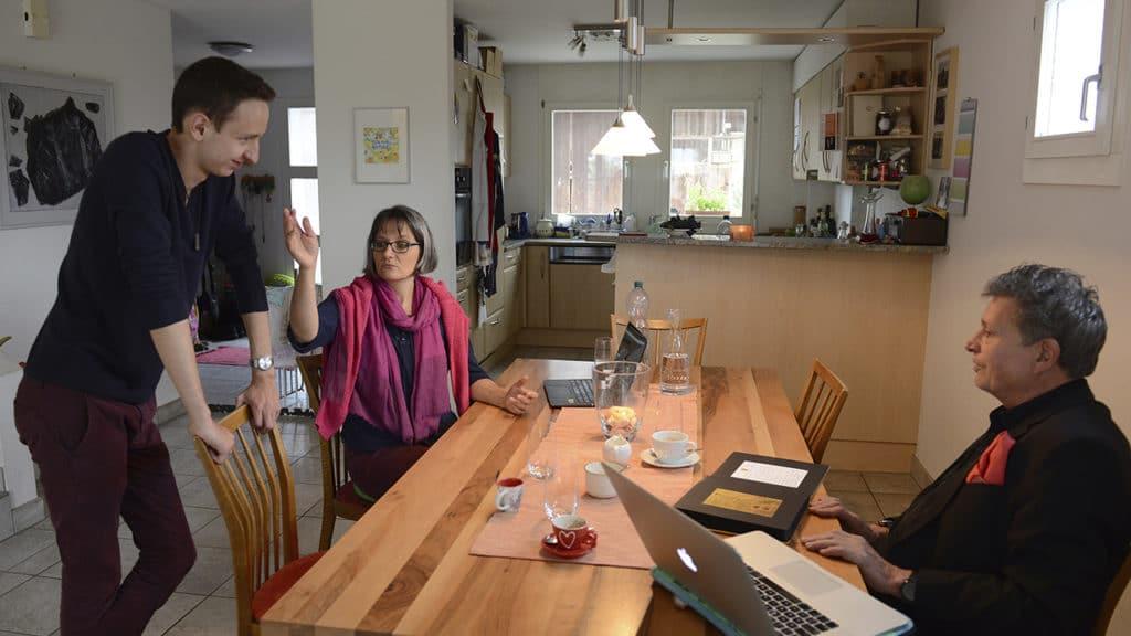 Fabian und Corina Bürgi-Feld sowie DeinAdieu-Autor Martin Schuppli