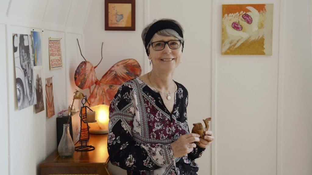 Irene Zeller in ihrem Schlafzimmer