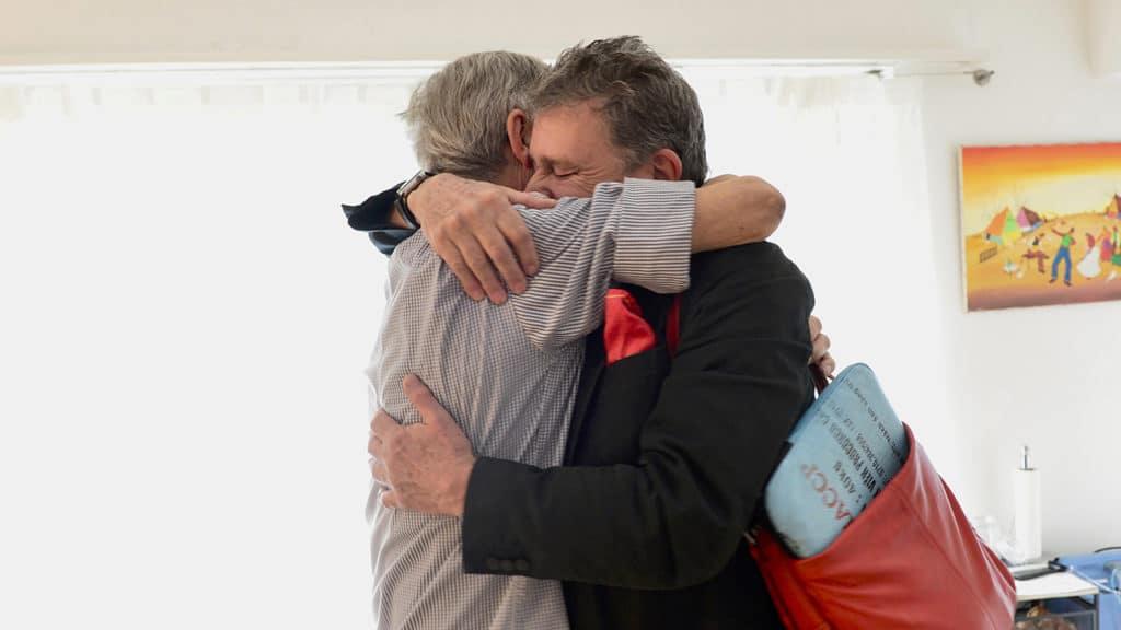 Schmerzpatient Ruedi Rohr und Martin Schuppli