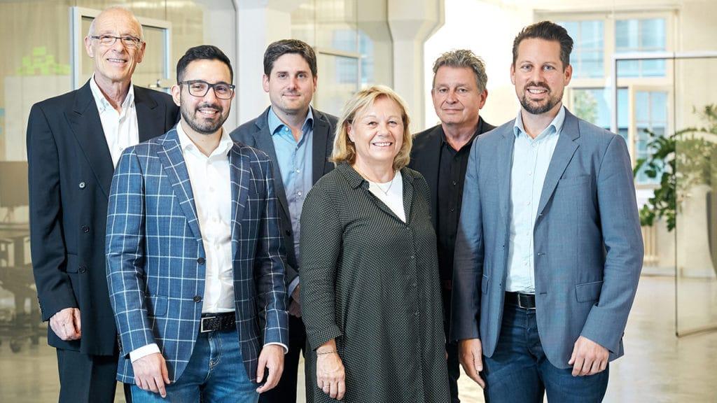 Das Team von DeinAdieu (v.l.): Jürg Wachter, Matin Barekozy, Benno Egnauer, Margrit Feusi, Martin Schuppli, Isidor Rosenbaum, Nicolas Gehrig
