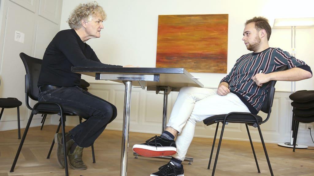 Franco Baumgartner, Mitarbeiter bei der Dargebotenen Hand, Telefon 143, im Gespräch mit David Rutschmann, Journalist