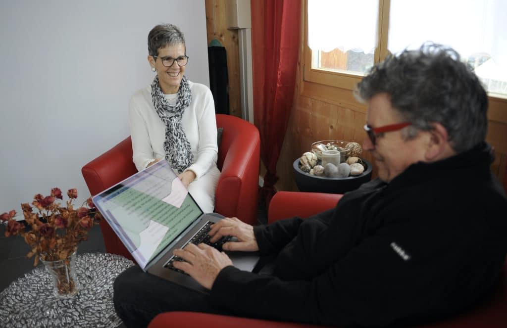 Krebs besiegt: Renate Marthy und DeinAdieu-Autor Martin Schuppli