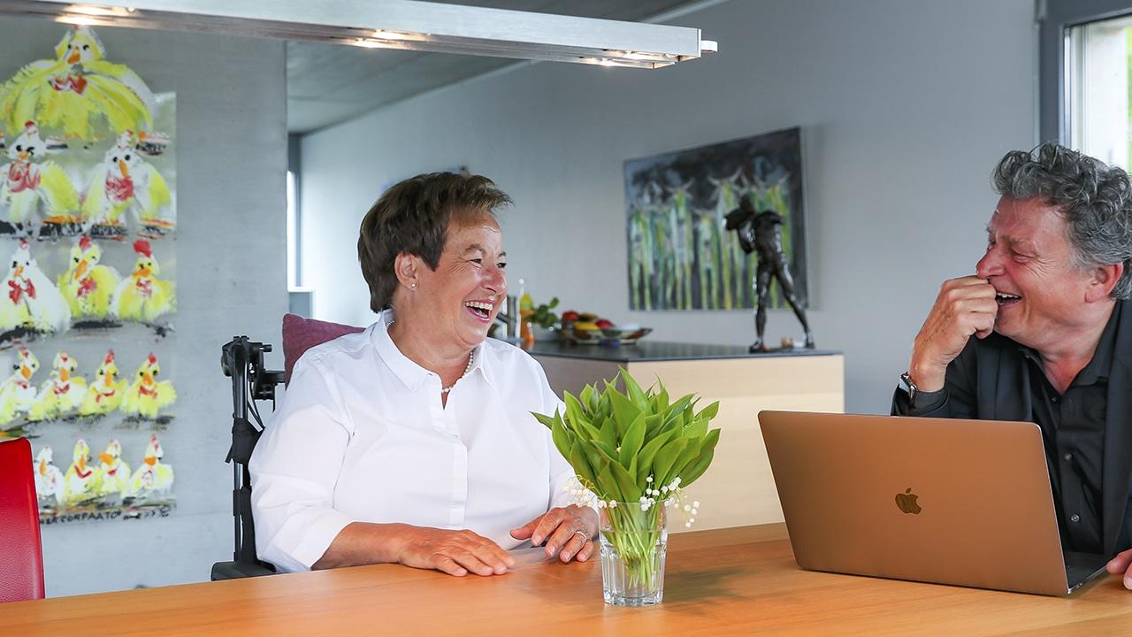 ALS-Patientin Claudine Zuberbühler mit DeinAdieu-Autor Martin Schuppli