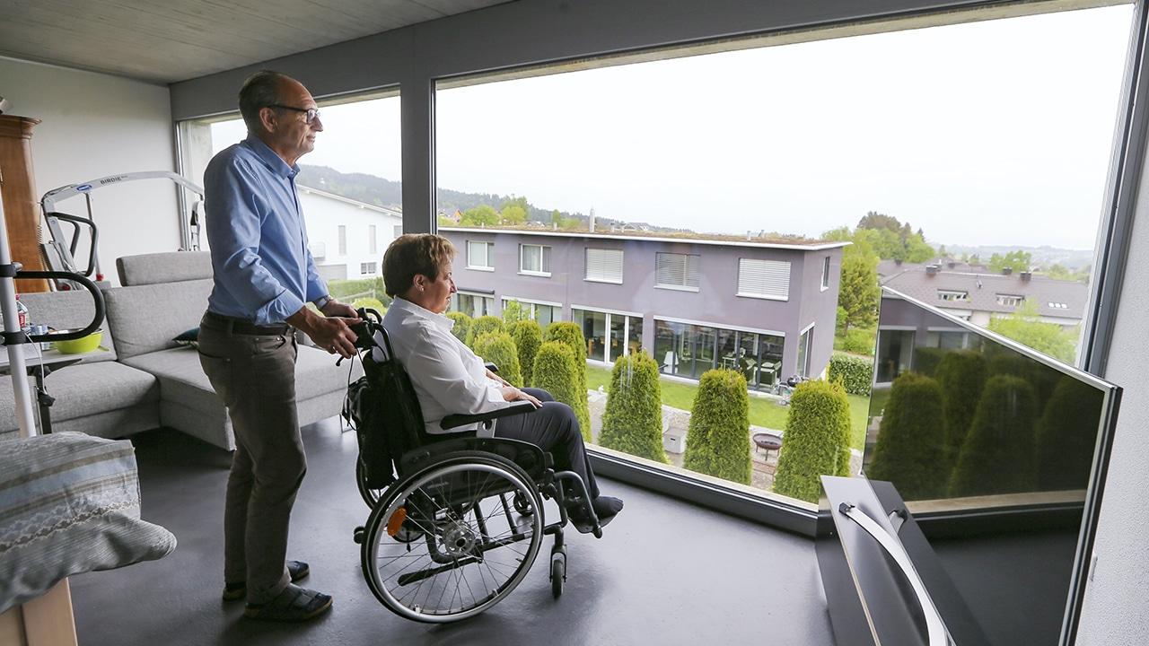 Corona-Befreiung: Peter und Claudine, ALS-Patientin