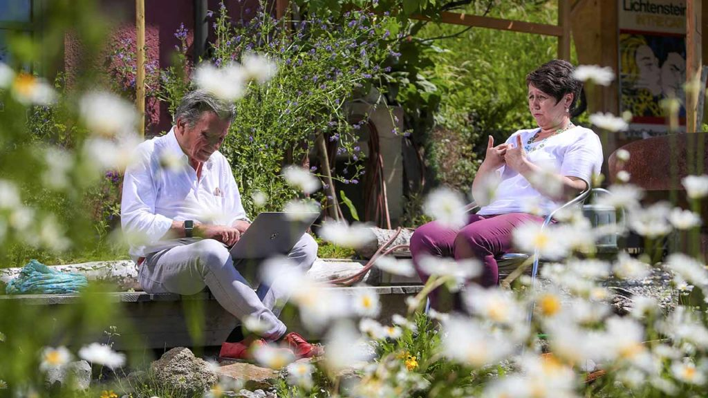Brustkrebspatientin Denise Meier und DeinAdieu-Autor Martin Schuppli
